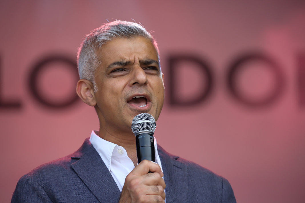 Airbnb and London's City Hall clash over accuracy of research showing huge expansion of short-lets - https://roomslocal.co.uk/blog/airbnb-and-londons-city-hall-clash-over-accuracy-of-research-showing-huge-expansion-of-short-lets #londons #city #hall #clash #over
