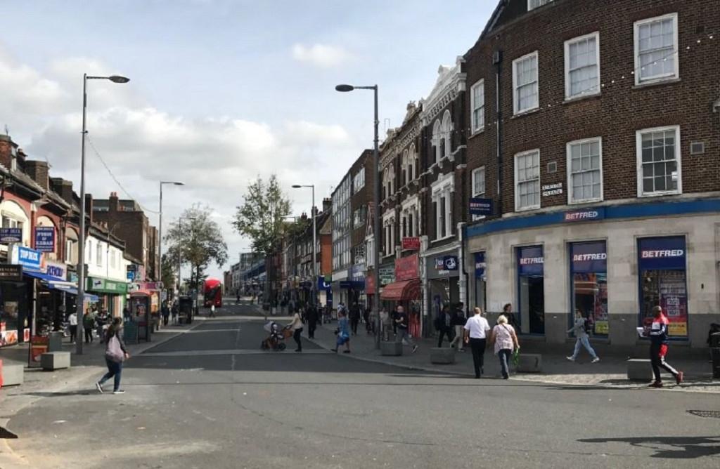 Fraudulent London landlord jailed for forgery - https://roomslocal.co.uk/blog/fraudulent-london-landlord-jailed-for-forgery #london #landlord #jailed #forgery