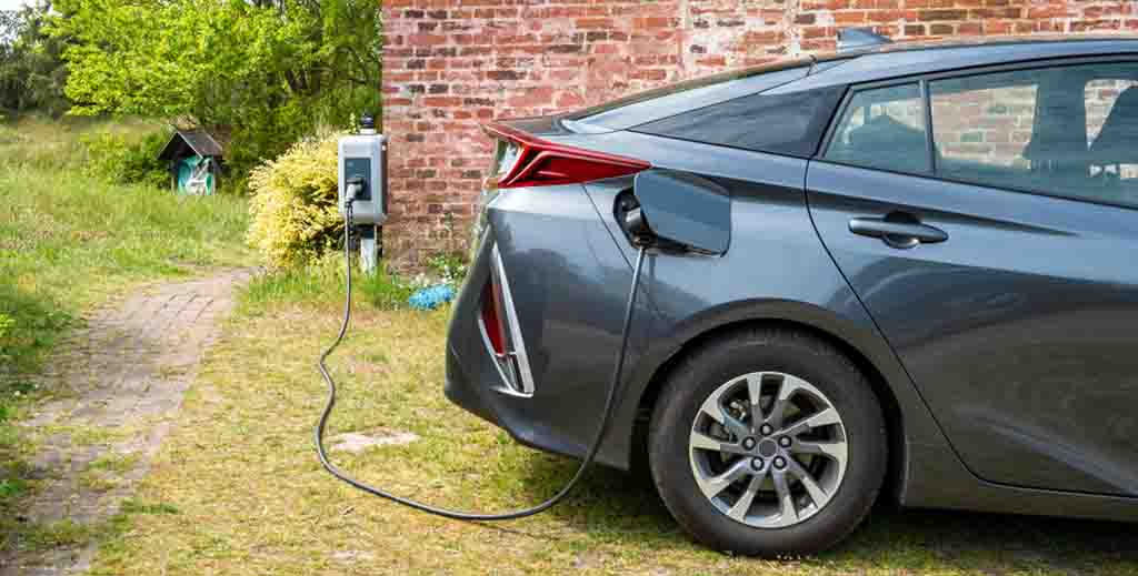 LATEST: Ministers dig deep to fund charging points for renters' electric cars - https://roomslocal.co.uk/blog/latest-ministers-dig-deep-to-fund-charging-points-for-renters-electric-cars #ministers #deep #fund #charging #points