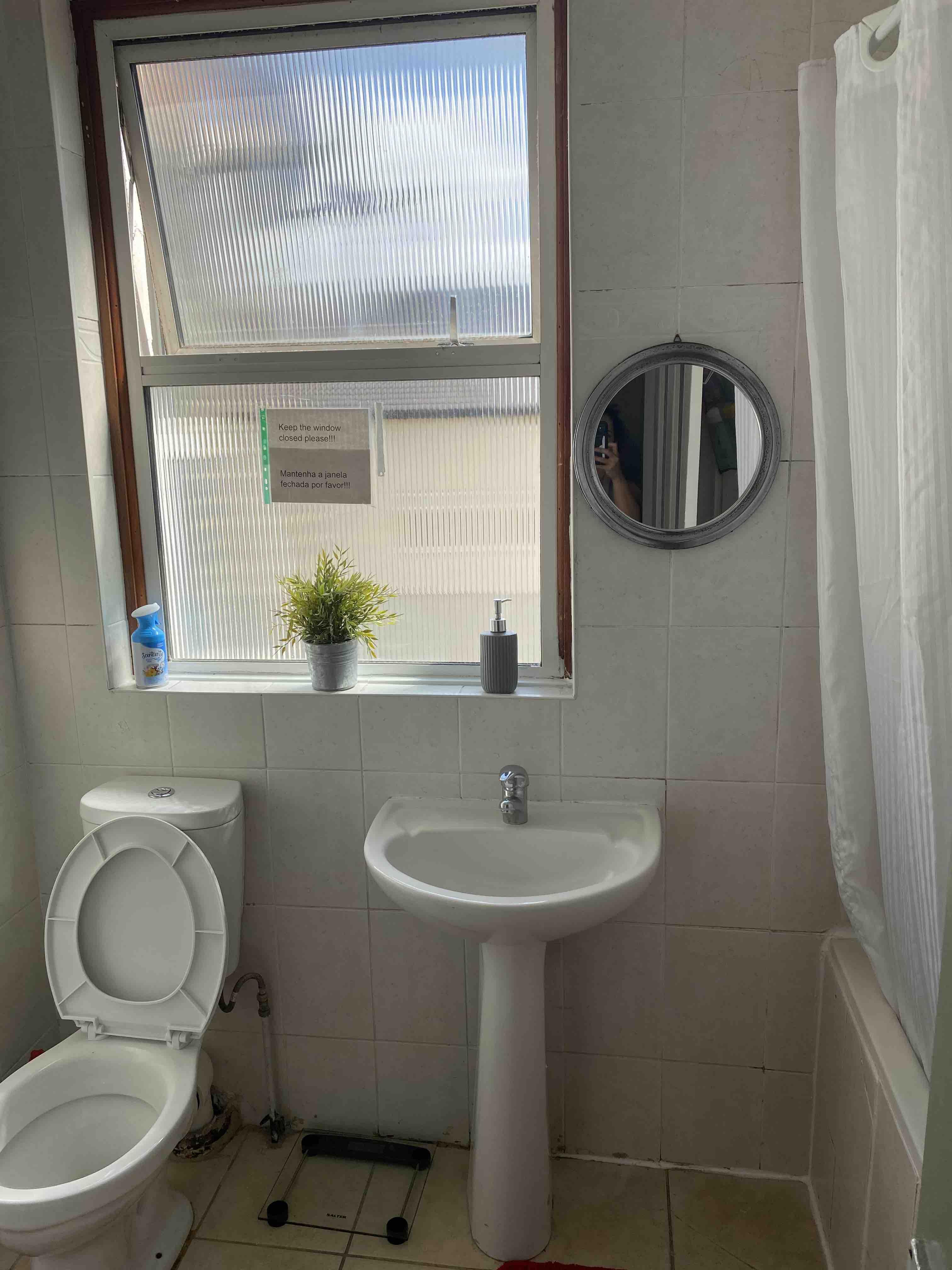 1 room in Bruce Grove, London, N17 6UJ RoomsLocal image