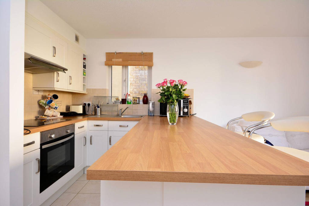 1 room in Whalley Range, Manchester, M16 8FT RoomsLocal image