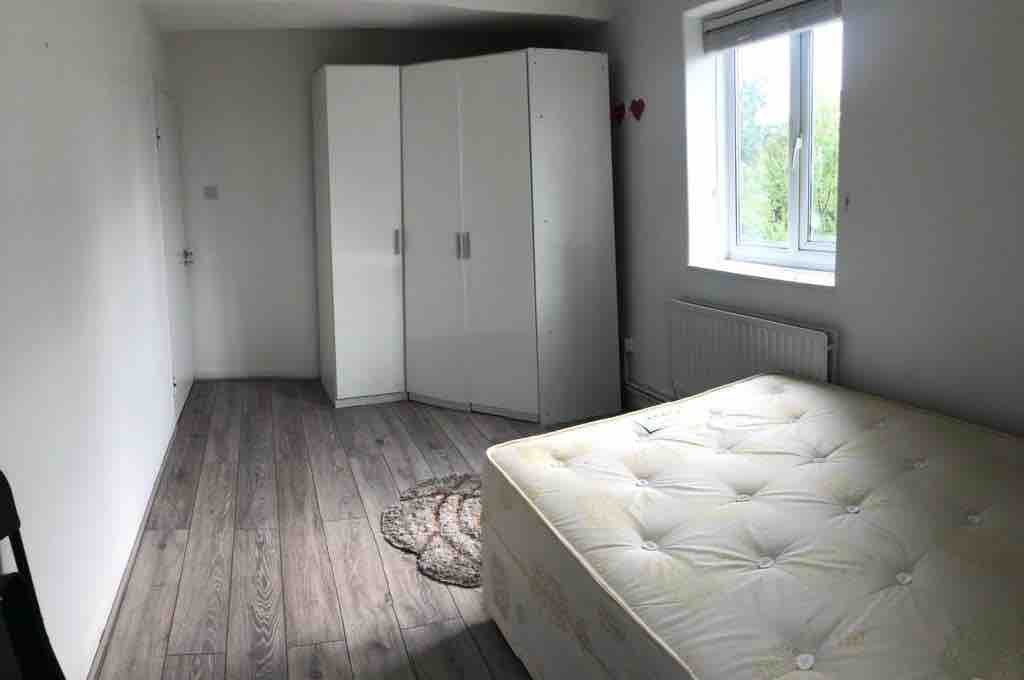 3 Bedroom Flat in Holloway image