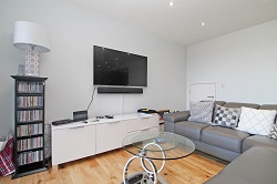 1 room in Holloway, Spitalfields, London, E1 6AG RoomsLocal image