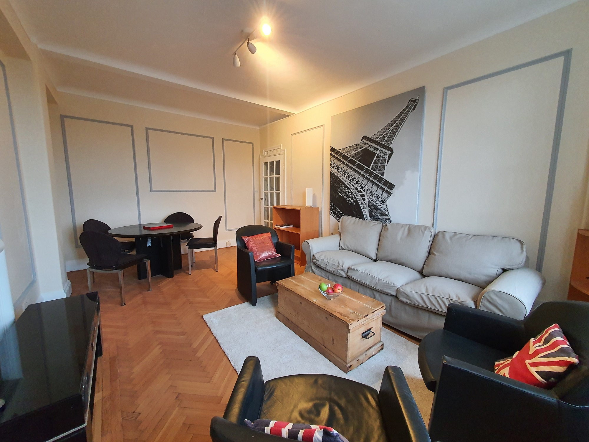 Charming double bedroom in Marylebone London available image
