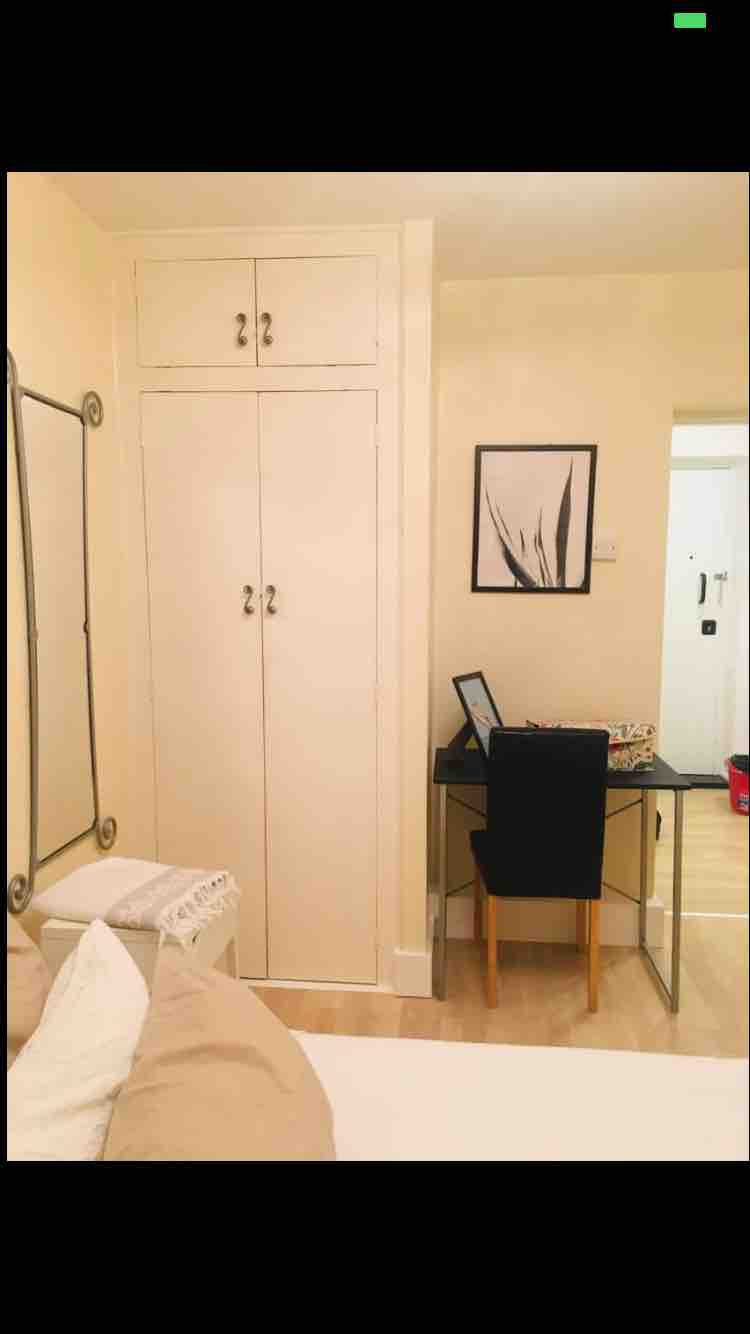 1 room in West Hill, London, SW19 6EZ RoomsLocal image