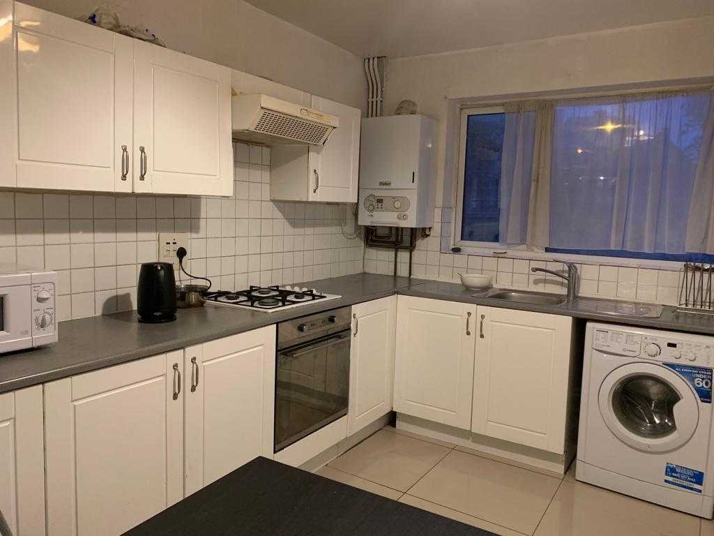 1 room in Bow, London, E33BU RoomsLocal image