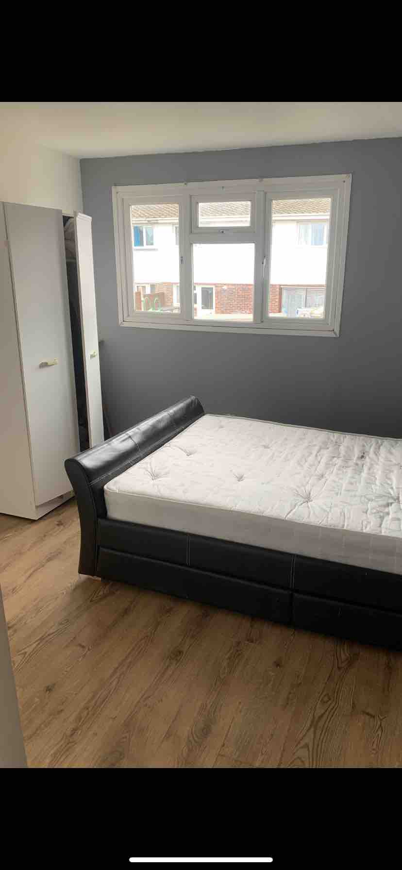 1 room in Broadfield, London, RH11 9JS RoomsLocal image
