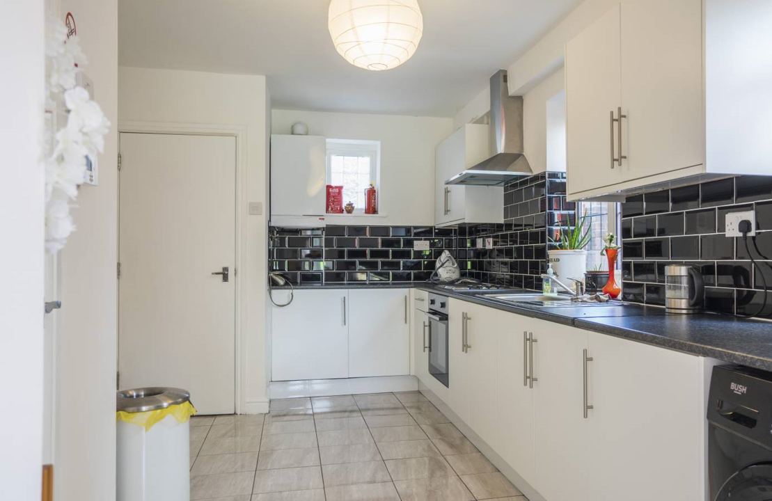 5 rooms in Middle Park and Sutcliffe, London, SE96QQ RoomsLocal image