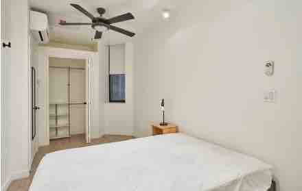 4 rooms in Royton, Manchester, M1 1AD RoomsLocal image