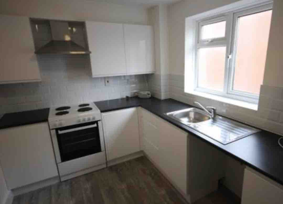1 room in Tottenham Hale, London, N17 7QT RoomsLocal image