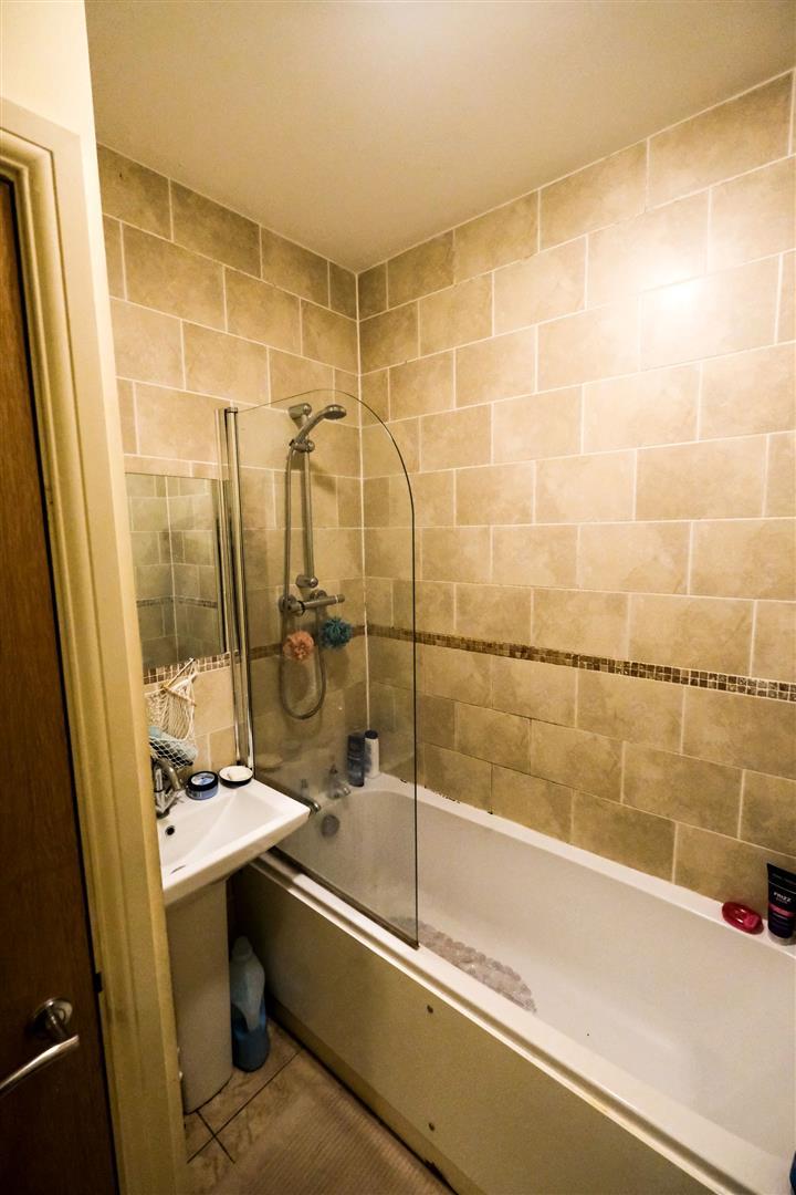1 room in Farnley, Leeds, LS12 3SJ RoomsLocal image