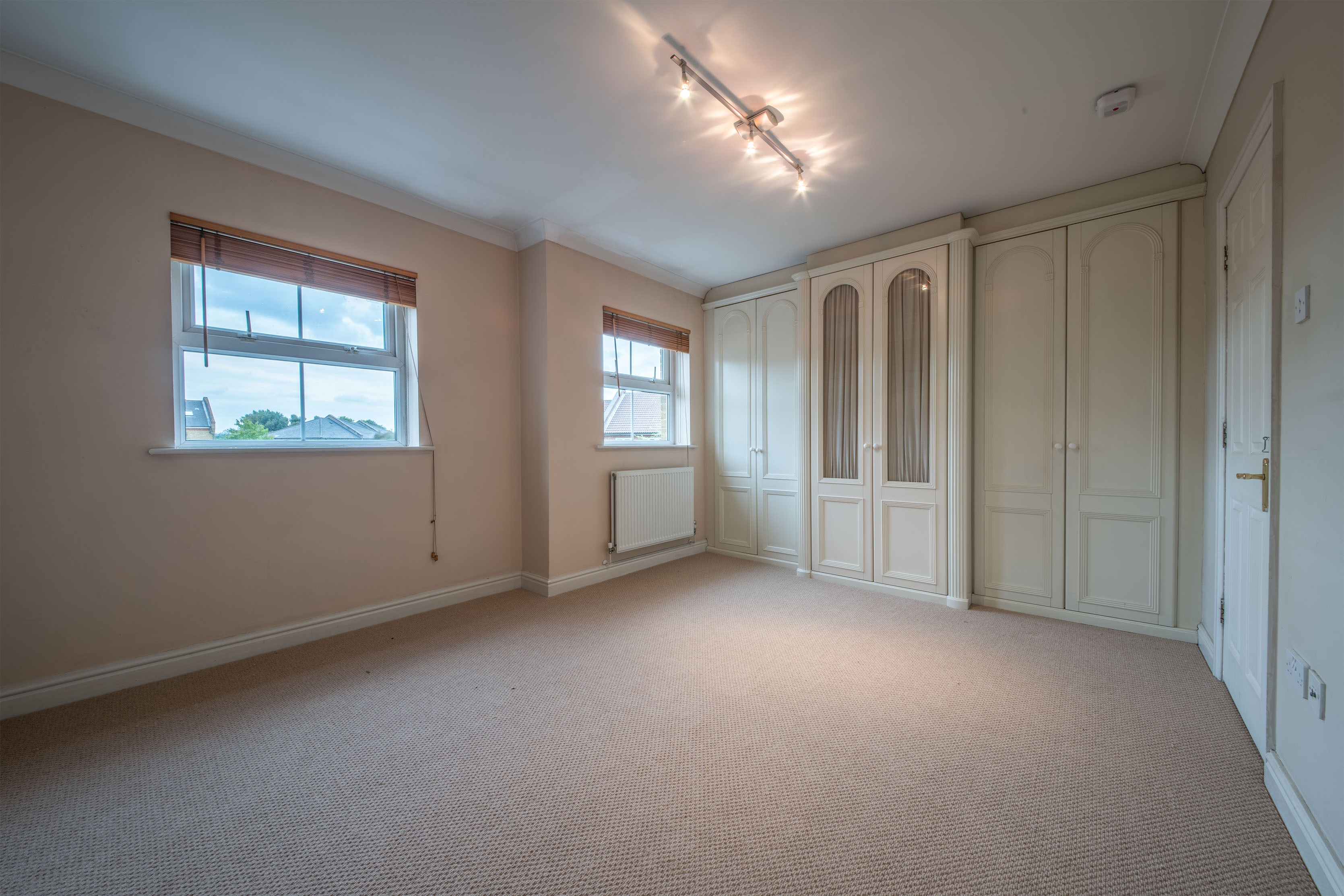 1 room in Chiswick Homefields, london, W4 2NR RoomsLocal image