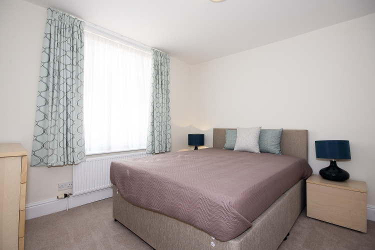 Double bedroom available in a two bedroom apartment in Birmingham image