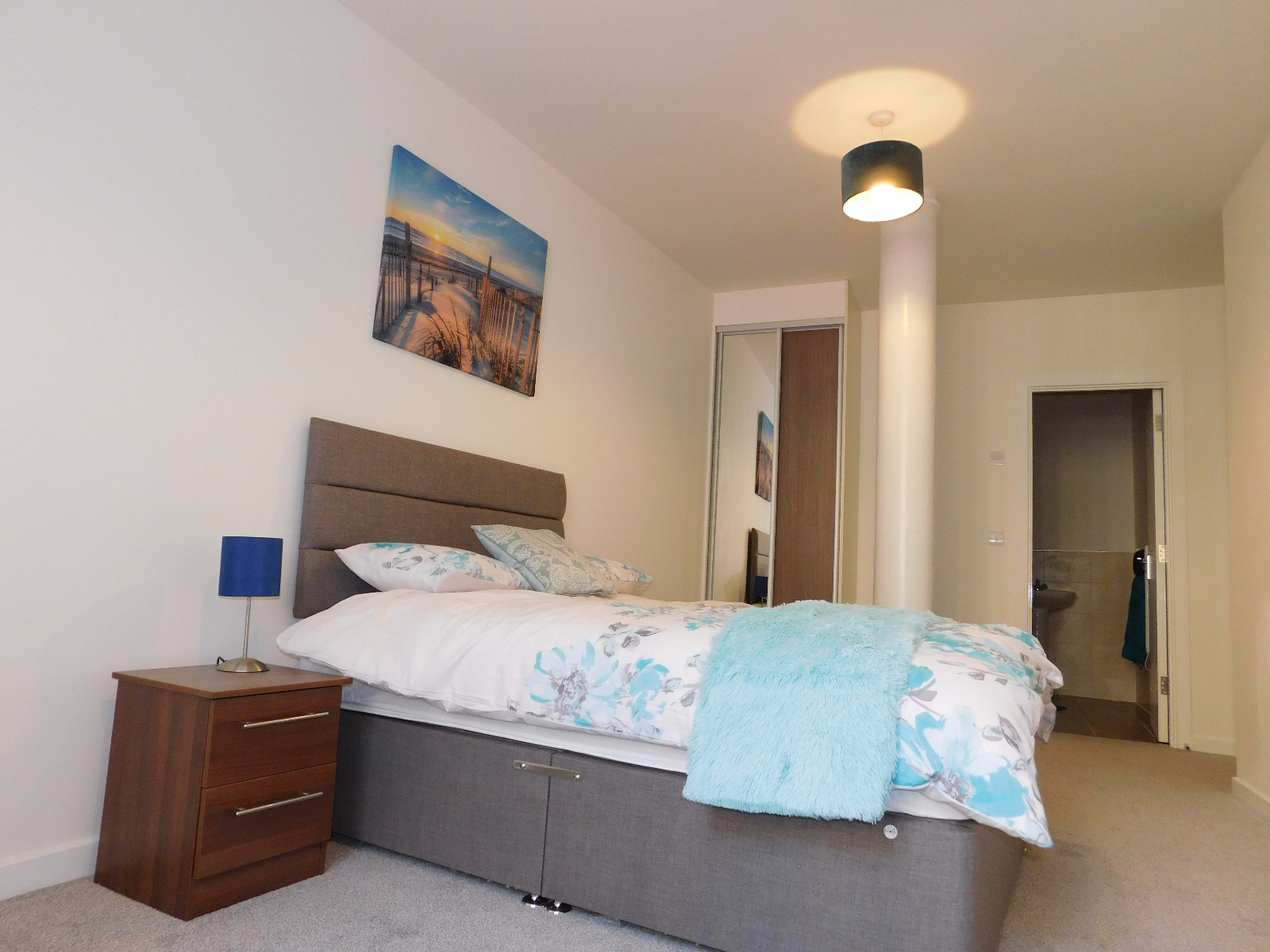 Charming and Fabulous double bedroom en suite for rent in Spitalfiled London image