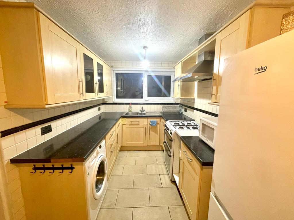 1 room in Bow East, London, E3 2LB RoomsLocal image