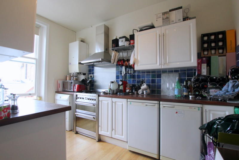 Refurbished and secured double bedroom to rent image