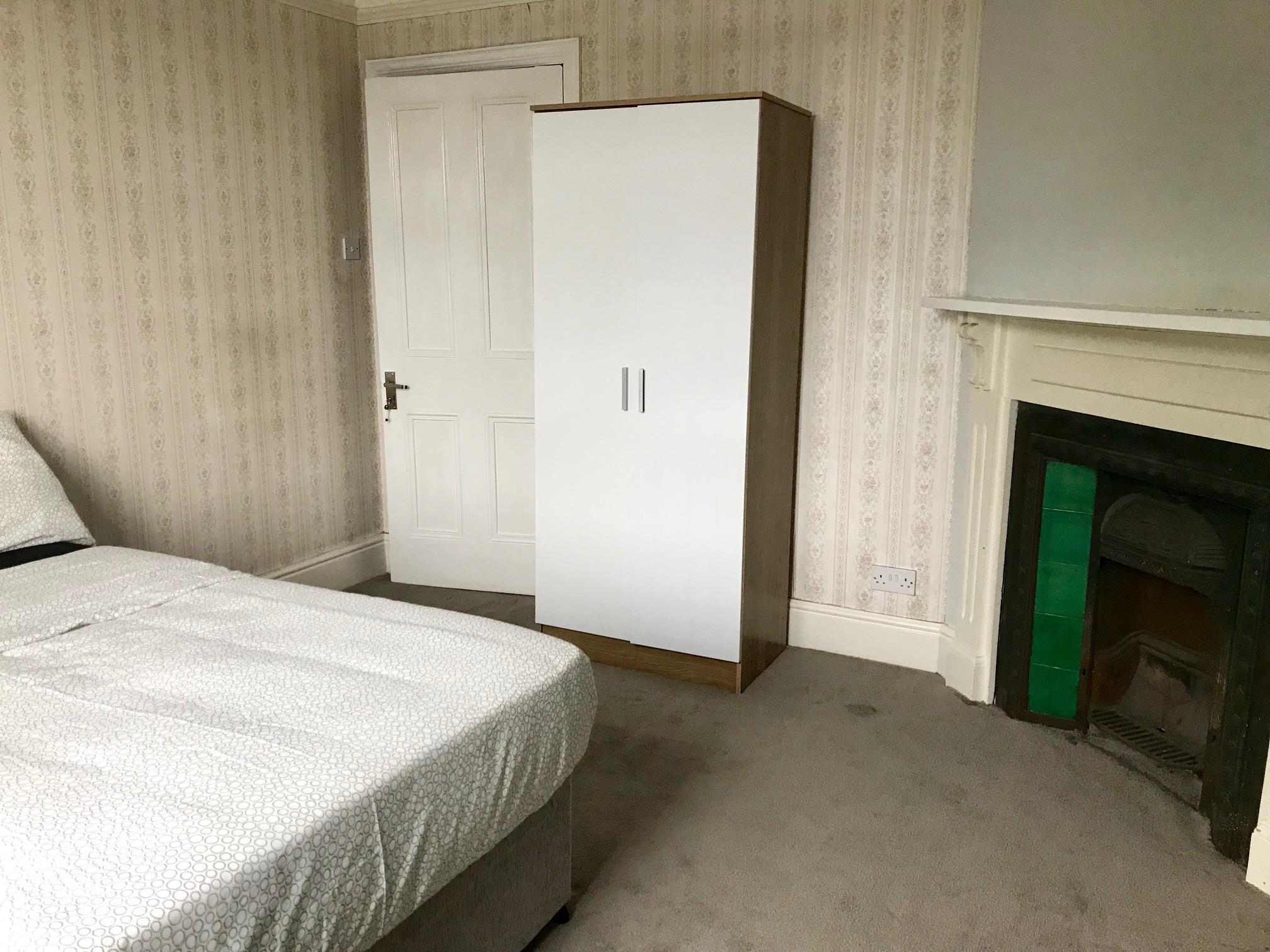modern 1 bedroom flat to rent image