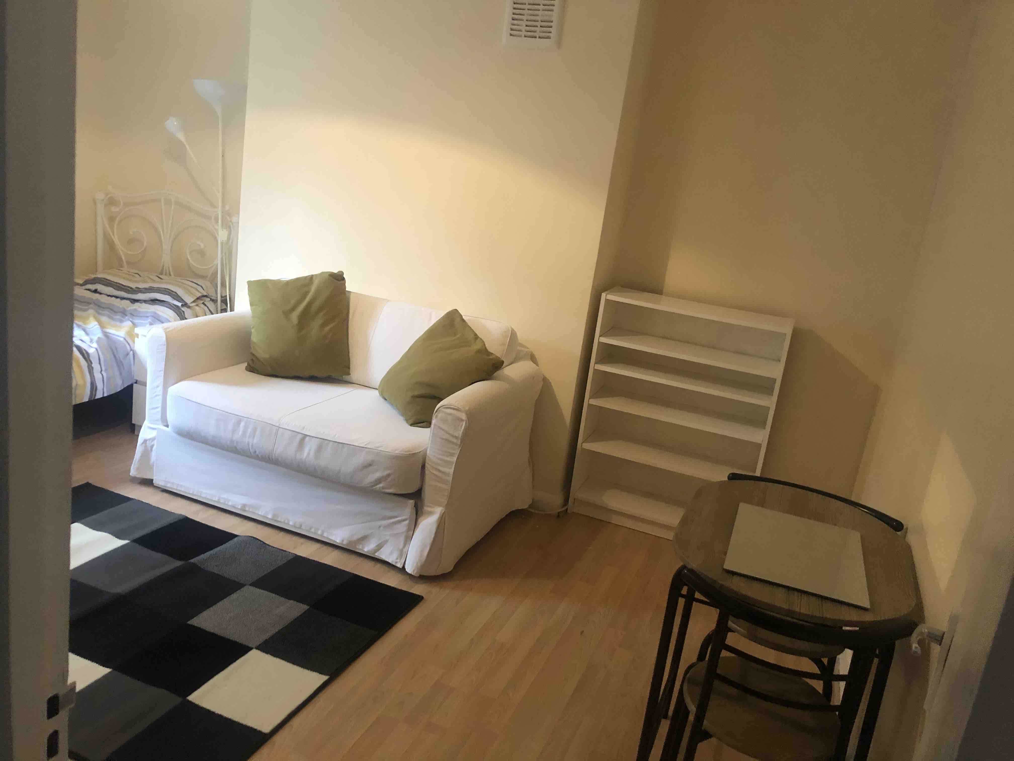 1 room in Vassall, London, SE59HY RoomsLocal image