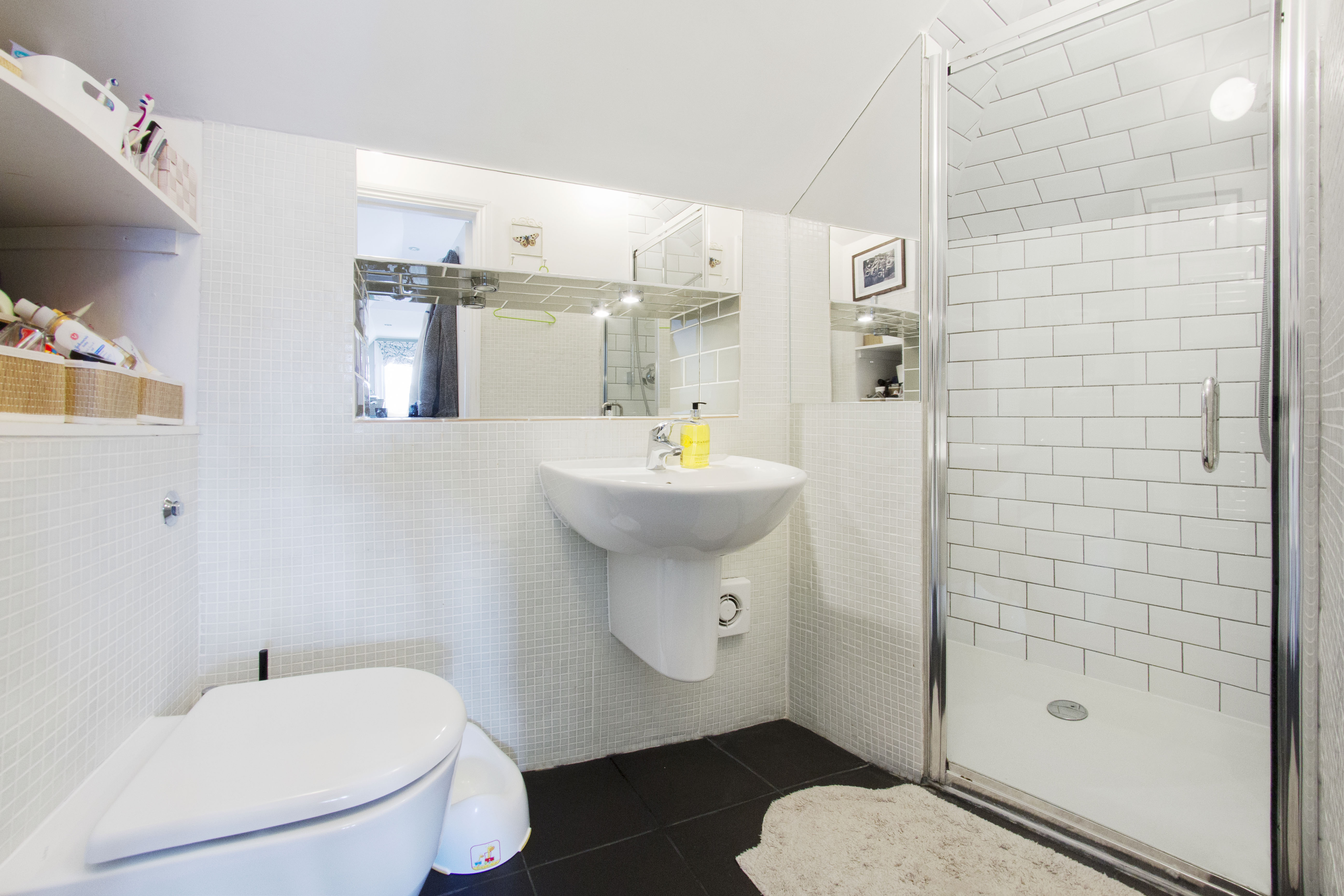 1 room in Wimbledon, london, SW19 7AF RoomsLocal image