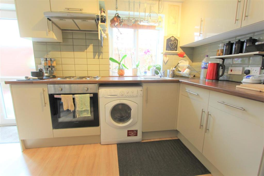 Super furnished 1 double bedroom flat to rent image