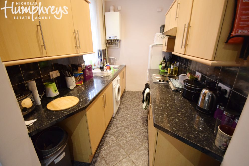 Property in Stoke-on-Trent, Stoke-on-Trent, ST4 2YJ RoomsLocal image