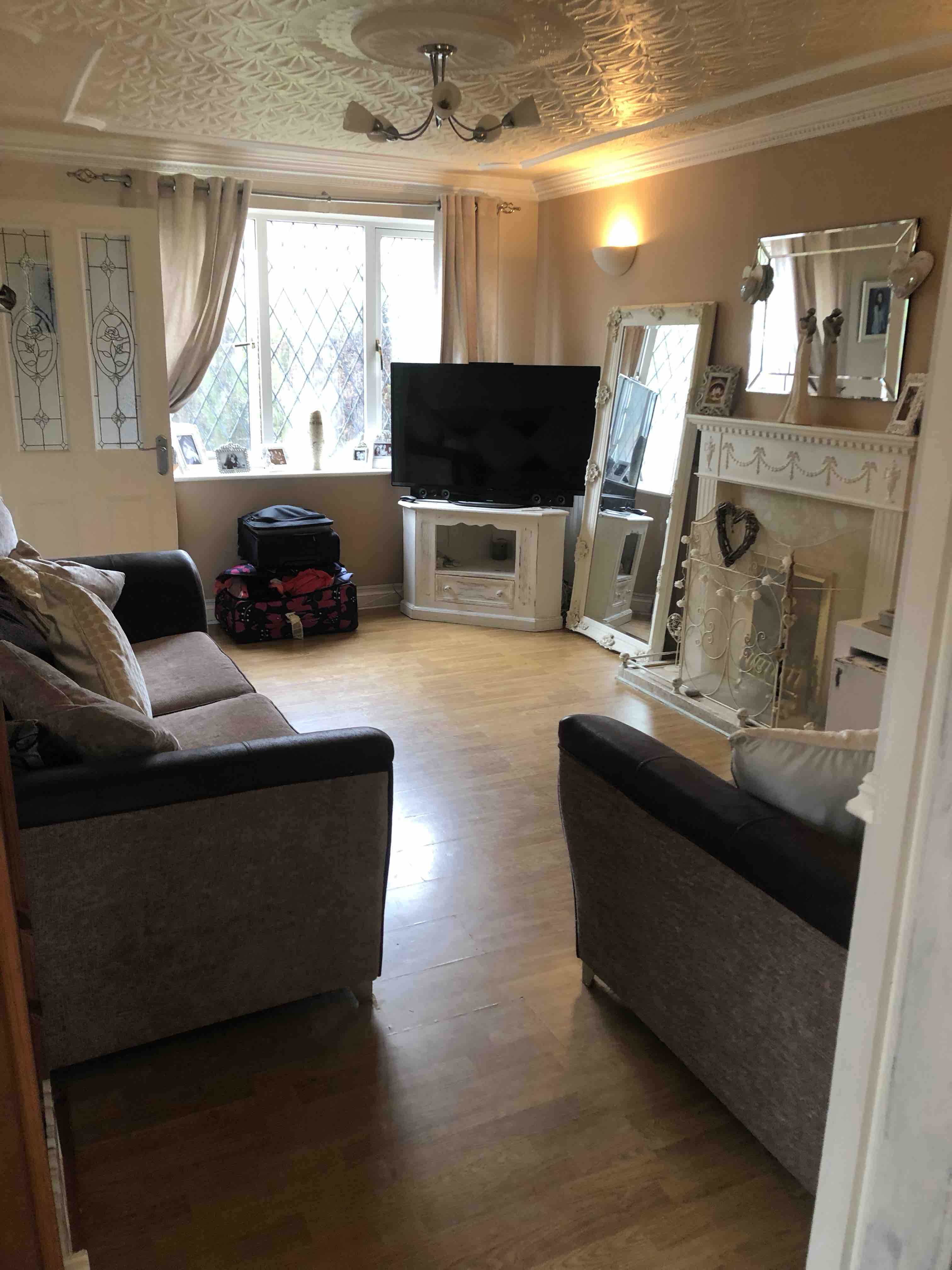 3 rooms in Tettenhall, Wolverhampton, WV6 7XN RoomsLocal image