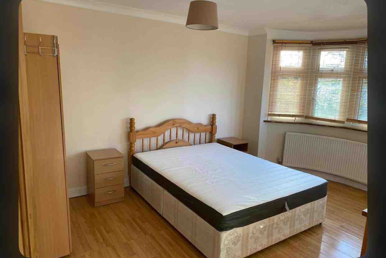 1 room in St. Dunstan's and Stepney Green, Mile End, E1 4DA RoomsLocal image