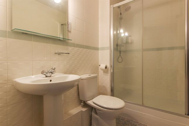 1 room in Elephant and Castle, London, SE1 0AR RoomsLocal image