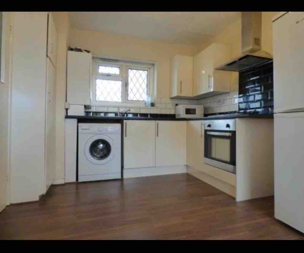 1 room in Mile End and Globe Town, London, E20RU RoomsLocal image
