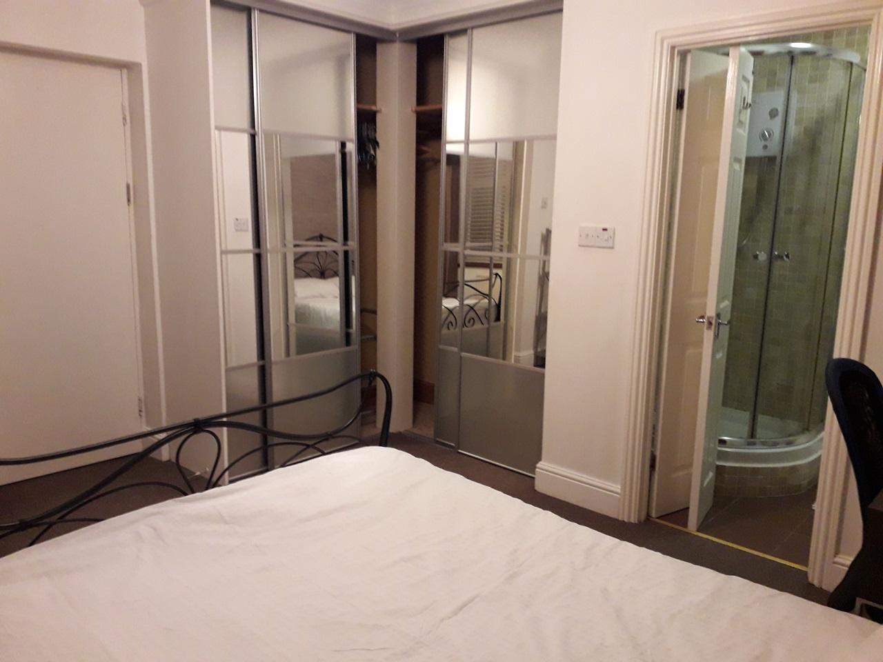 Amazing En-Suite Room image
