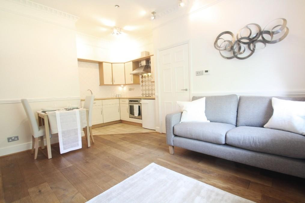 1 room in Courtfield, London, SW5 0LA RoomsLocal image
