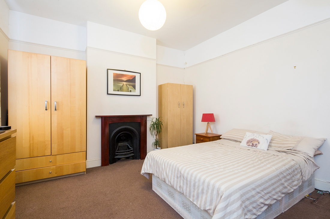 Charming double bedroom in a two bedroom located in the heart of BRISTOL image