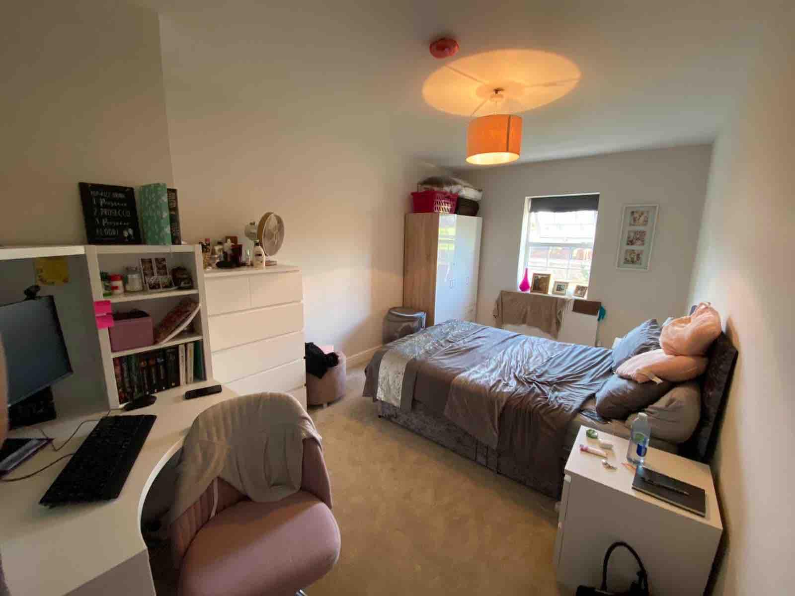 3 rooms in Ruislip, London, HA4 7DA RoomsLocal image