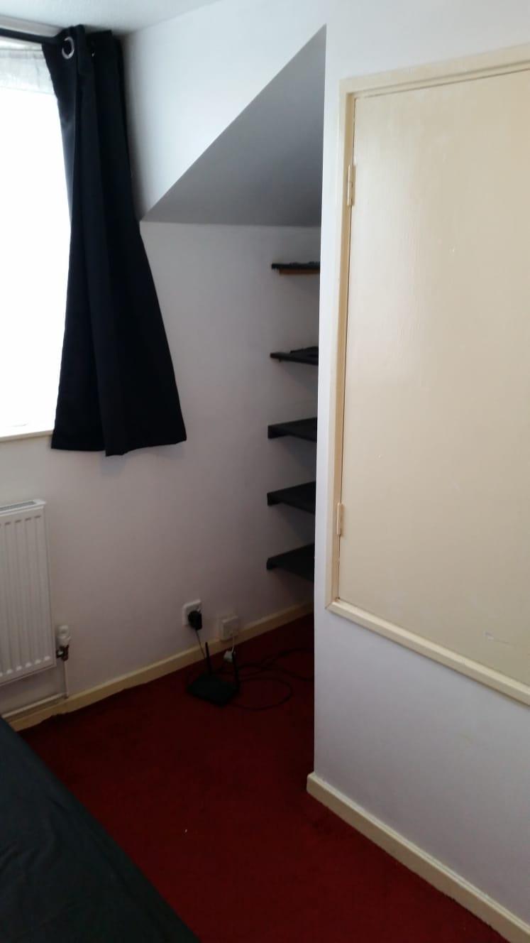 1 room in Vassall, Camberwell Green, SE5 9HZ RoomsLocal image