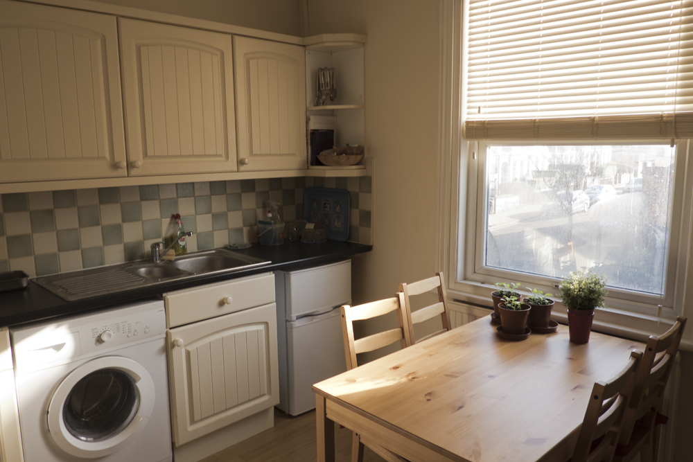 3 bed flat in Croydon East image