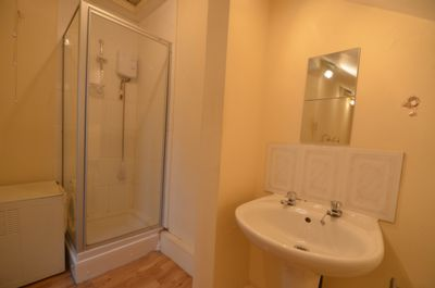 Shared flat en-suite double bedroom image