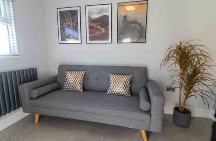 4 rooms in St. Mary's Park, Battersea, SW11 3PA RoomsLocal image