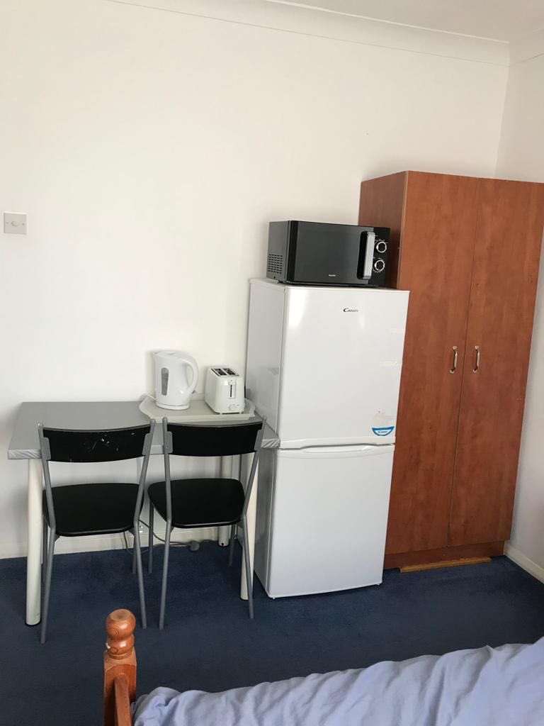 1 room in Stratford and New Town, London, RM47QT RoomsLocal image