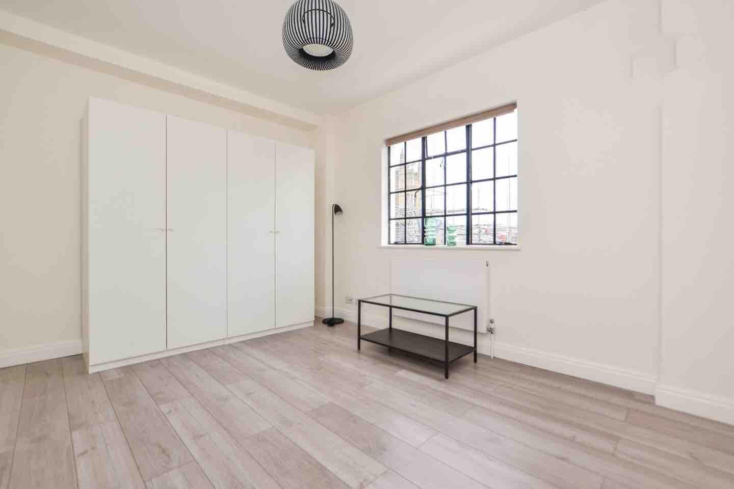 1 room in Mayfair, London, W1J 8AJ RoomsLocal image
