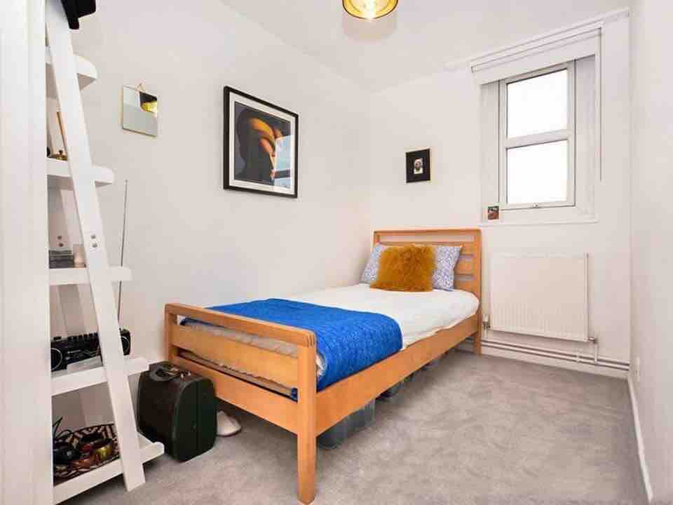 Bright Double Room In Modern Flat Available!! image
