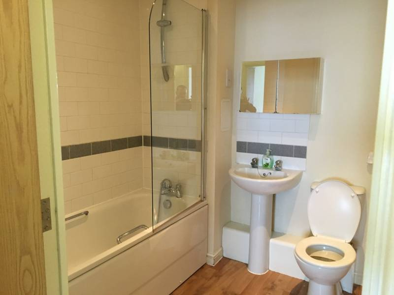 1 room in Stratford and New Town, LONDON, E15 2NY RoomsLocal image