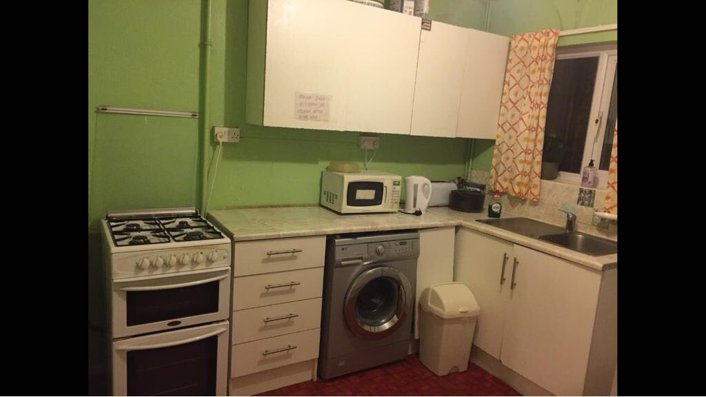 Property in Cowley, Oxford, OX4 2RB RoomsLocal image